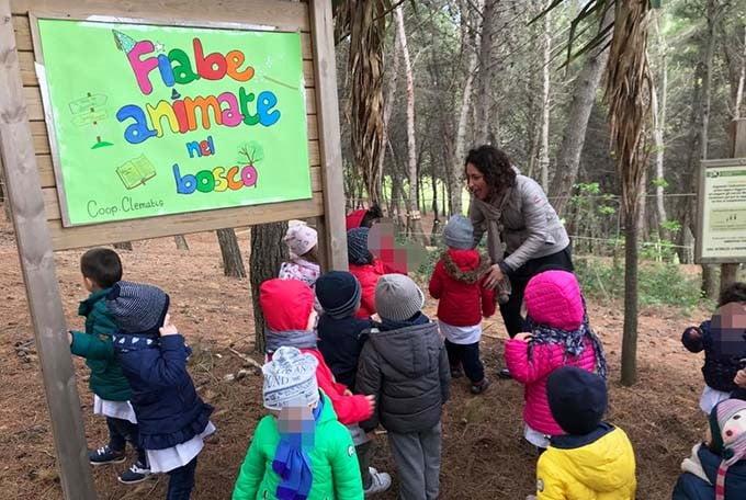 Bambini nel giardino di Angelo e Ruth a Biella di Legami di Cuore Odv